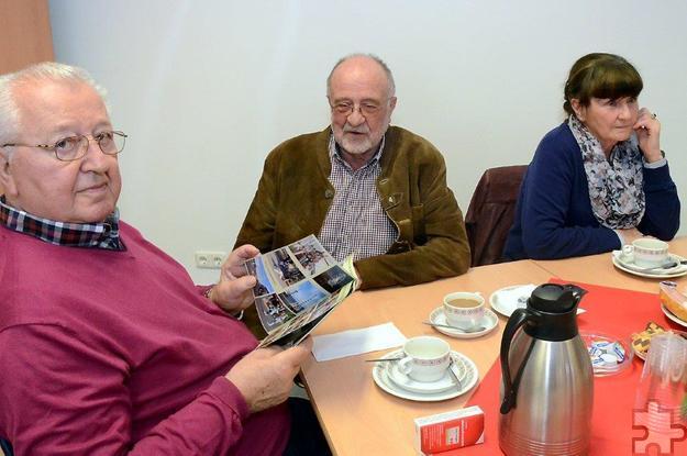 Auch der langjährige Kreisvorsitzende Erwin Doppelfeld (m.) mischte sich unter die Besucher des Seniorencafés im Roten Kreuz. Foto: Manfred Lang/pp/Agentur ProfiPress