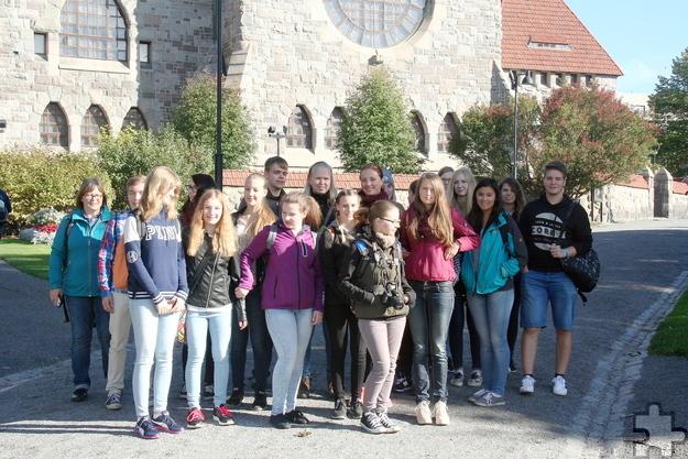 Auch die zahlreichen Austauschprogramme des GAT werden am Tag der offenen Tür vorgestellt. Das Foto zeigt eine Schülergruppe vor dem Dom der finnischen Stadt Tampere während des diesjährigen Schüleraustausches. Foto: Kerstin Krus/pp/Agentur ProfiPress