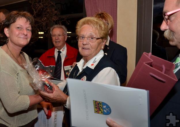 Für 25 Blutspenden wurde die Mechernicherin Martina Ernst ausgezeichnet. Foto: ml/pp/ProfiPress