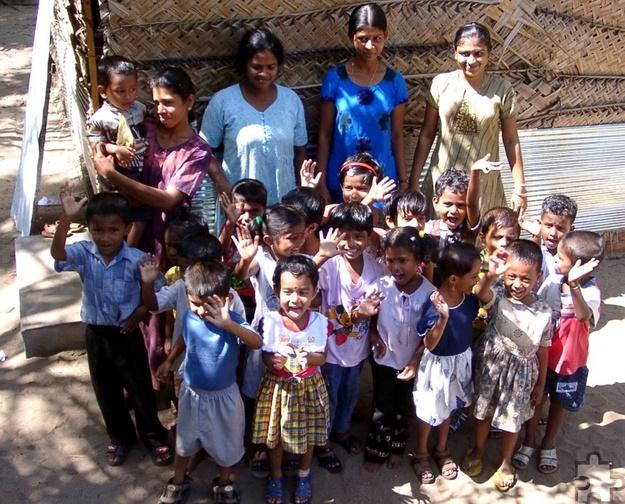 Groß war die Freude bei Kindern und Erziehern, wenn die Eifel-Aid-Mitarbeiter ihnen einen Besuch abstatteten. Foto: Privat/pp/Agentur ProfiPress