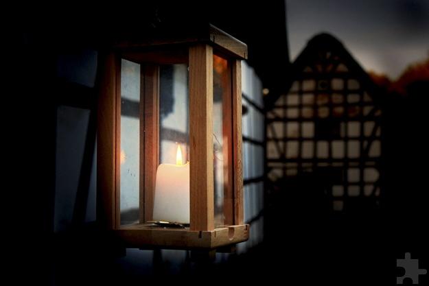 Das LVR-Freilichtmuseum Kommern wird in der Museumsnacht am 11. November nur von historischen Lichtquellen beleuchtet. Foto: Hans-Theo Gerhards/LVR-Freilichtmuseum Kommern/pp/Agentur ProfiPress