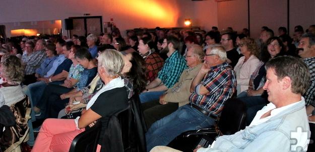 Rund 160 Zuschauer waren in die Schwerfener Schützenhalle gekommen und leisteten ihren Beitrag, um die beim Hochwasser geschädigten Haushalte zu unterstützen. Foto: Privat/pp/Agentur ProfiPress