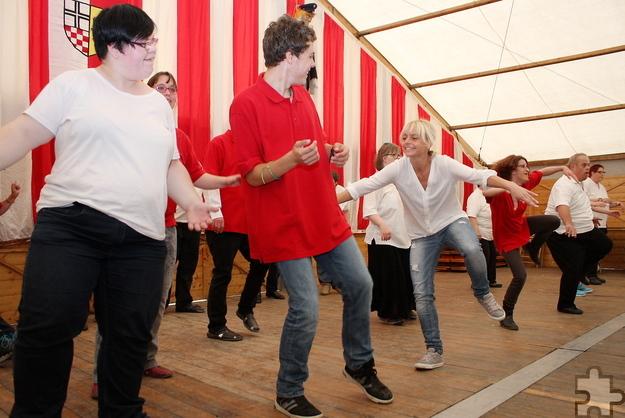 """Für tolle Stimmung sorgt immer wieder die Tanzgruppe """"Let's Dance"""" der Lebenshilfe HPZ. Archivfoto: Steffi Tucholke/pp/Agentur ProfiPress"""