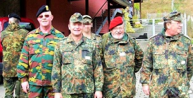 Teilnehmer aus Mechernich unter Hauptfeldwebel d.R. Karl-Heinz Cuber (ganz rechts) und dem belgischen Kameraden Johan Simon (2.v.l.). Foto: pp/Agentur ProfiPress