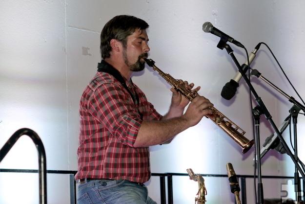 Der Schwerfener Militärmusiker Martin Frings gab in den Pausen der Lesung Kostproben seines außergewöhnlichen Talents. Foto: Privat/pp/Agentur ProfiPress