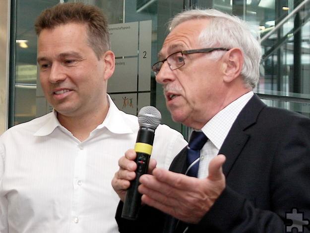 Beim Mechernicher Gesundheitstag 2015: Vize-Bürgermeister Peter Wassong (von rechts) und der Organisator Dr. Peter Schweikert-Wehner. Foto: Archiv ProfiPress