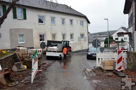 """Sechs Wochen verlor die Baufirma Backes auf einem 50 bis 60 Meter langen Kanalteilstück in der Straße """"Auf der Kier"""", das einschließlich der Hausanschlüsse erneuert werden musste. Foto: Manfred Lang/pp/Agentur ProfiPress"""