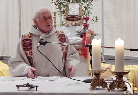 Pfarrer Hans F. Fuhs zelebriert die Mundartmesse am 7. Januar in der Kommerner Bürgerhalle. Foto: Marion Eichinger/pp/Agentur ProfiPress
