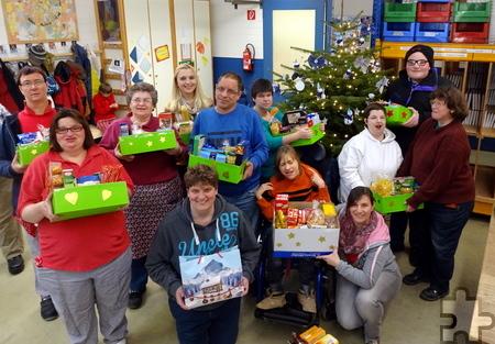 Die Nordeifelwerkstatt in Zingsheim beteiligte sich unter anderem an der Weihnachtspaket-Aktion der Tafel in Kall. Foto: NEW/pp/Agentur ProfiPress