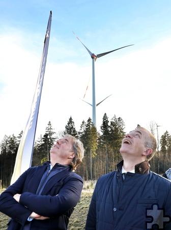 NRW-Umweltminister Johannes Remmel und Dunoair-Geschäftsführer Arjen Ploeg (von rechts). Foto: Hans Gerritsen