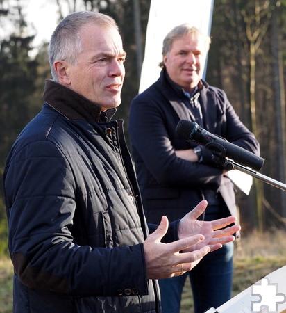 NRW-Umweltminister Johannes Remmel (vorne) stellte in seinem Grußwort die Bedeutung der Windkraft heraus. Foto: Hans Gerritsen