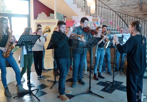 """Das Bläser-Orchester unterhielt die Besucher beim """"Tag der offenen Tür"""" im Hermann-Josef-Kolleg mit stimmungsvollen Klängen. Foto: Privat/pp/Agentur ProfiPress"""