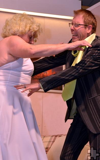 Eine denkwürdige Begegnung lieferten sich Elfriede Schlüpner und Christian Schorn im dritten Akt als Marylin Monroe und Giacomo Casanova. Foto: Manfred Lang/pp/Agentur ProfiPress