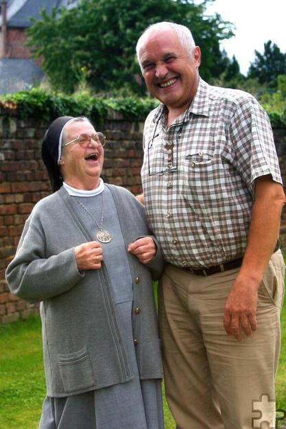 Die aus Firmenich stammende Missionsschwester Jutta bei ihrem letzten Besuch in ihrer Heimatgemeinde St. Hubertus Obergartzem im Jahr 2008, hier mit Konrad Hamacher. Foto: pp/Agentur ProfiPress