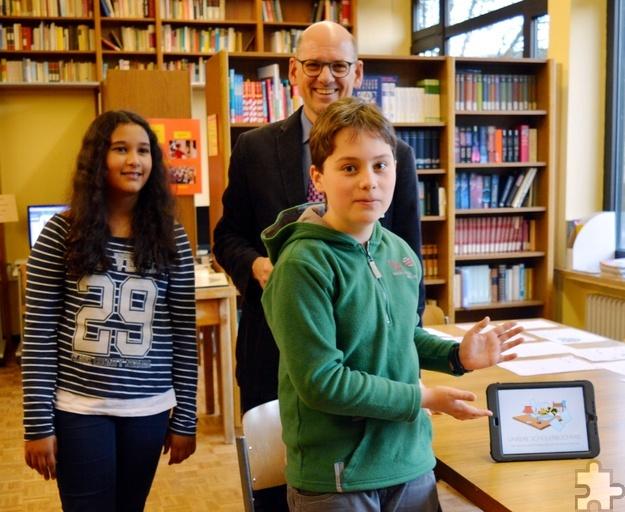 """Schüler und Lehrer erklärten beim """"Tag der offenen Tür"""", wie im Hermann-Josef-Kolleg ab Klasse 7 mit iPads gearbeitet wird. Foto: Privat/pp/Agentur ProfiPress"""