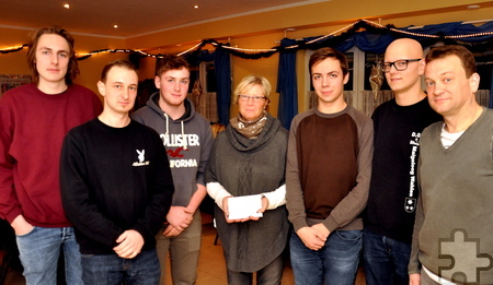 Das Maigeloog aus Wahlen brachte der Hilfsgruppe eine Spende von 350 Euro. Foto: Reiner Züll/pp/Agentur ProfiPress