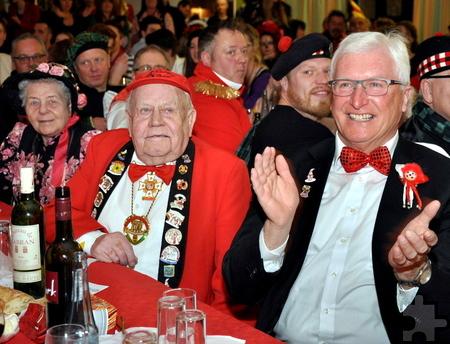 Bürgermeister Herbert Radermacher mit dem Löstige-Bröder-Ehrenmitglied Willi Hermanns und dessen Ehefrau Fine Foto: Reiner Züll/pp/Agentur ProfiPress