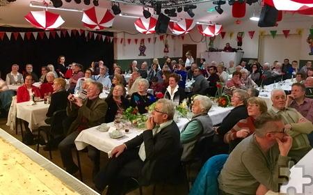 125 geladene Gäste waren zum 40-jährigen Bestehen des Eulenvereins Zingsheim ins Dorfgemeinschaftshaus gekommen. Foto: Privat/pp/Agentur Profipress