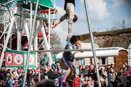 Akrobatik vor meist großer Publikumskulisse bietet das Eifeler Freilichtmuseum in Kommern (Stadt Mechernich) seit Jahrzehnten während der Osterwoche. Foto: Hans-Theo Gerhards/Freilichtmuseum Mechernich/pp/Agentur ProfiPress