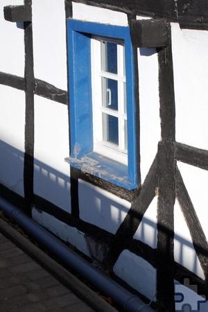 Durch die Fenster strömte das Wasser von der höher gelegenen Straße in das Haus und riss mit seiner Wucht ganze Schränke um. Foto: Steffi Tucholke/pp/Agentur ProfiPress