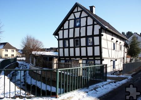 Das Fachwerkhaus von Birgit Felser steht direkt am Bleibach. Foto: Steffi Tucholke/pp/Agentur ProfiPress