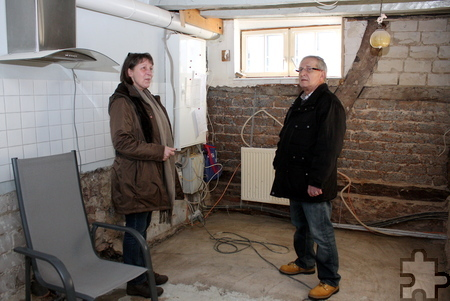 Birgit Felser und Rolf Jaeck dort, wo früher einmal die Küche der Kommernerin war. Foto: Steffi Tucholke/pp/Agentur ProfiPress