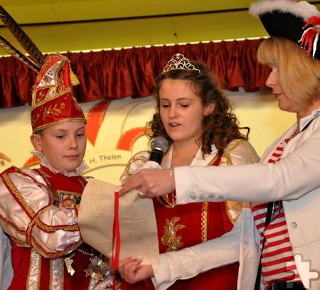 Das Kaller Prinzenpaar Leon I. (Blatt) und Prinzessin Lena I. (Ruthenbeck) bei ihrer Regierungserklärung. Foto: Reiner Züll/pp/Agentur ProfiPress