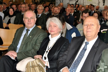 Horst-Karl Dengel mit Ehefrau Anna und Naturschutzexperte Professor Dr. Wolfgang Schumacher. Foto: Renate Hotse/pp/Agentur ProfiPress