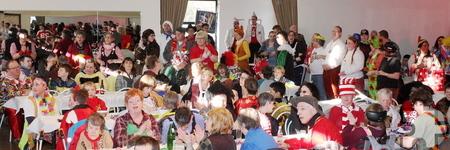 Gut gefüllt mit bunt kostümierten Jecken war die Schwerfener Schützenhalle zur großen Karnevalssitzung der Lebenshilfe HPZ. Foto: Steffi Tucholke/pp/Agentur ProfiPress