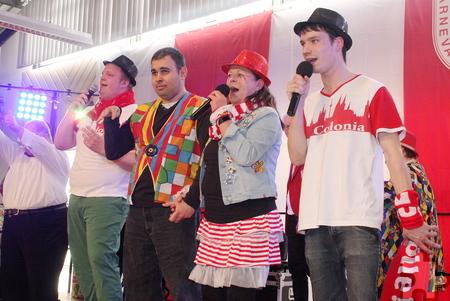 """Die """"Troublemakers"""" holten sich noch einen Gastsänger zur Unterstützung auf die Bühne. Foto: Steffi Tucholke/pp/Agentur ProfiPress"""