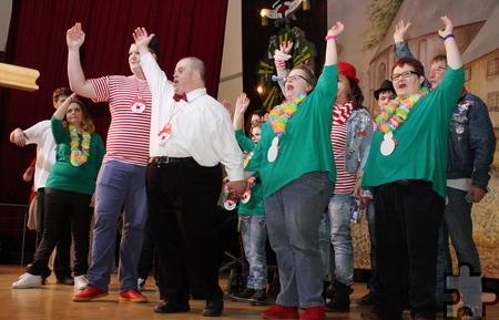 """Spaß und Lebensfreude live auf der Bühne: Die """"Troublemakers"""" und die Tanzgruppe """"Let's Dance"""" begeisterten das Publikum mit ihrem Auftritt bei der Karnevalssitzung für und mit behinderten Mitmenschen im Forum Zülpich. Foto: Steffi Tucholke/pp/Agentur ProfiPress"""
