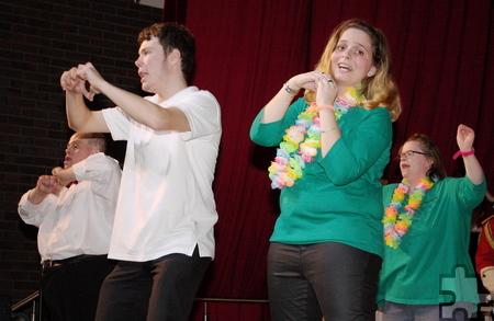 """Die Tanzgruppe """"Let's Dance"""" hat für die Lieder der """"Troublemakers"""" eigens Choreografien einstudiert – wie hier zu dem Höhner-Lied """"Schenk mir dein Herz"""". Foto: Steffi Tucholke/pp/Agentur ProfiPress"""