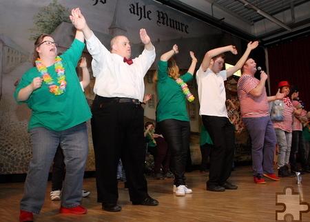 """Mit mehreren Zugaben dauerte die Showeinlage von """"Troublemakers"""" und """"Let's Dance"""" rund eine Dreiviertelstunde. Foto: Steffi Tucholke/pp/Agentur ProfiPress"""