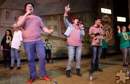 """Mit dem Brings-Hit """"Kölsche Jung"""" sorgten die """"Troublemakers"""" für ausgelassene Stimmung im Forum Zülpich. Foto: Steffi Tucholke/pp/Agentur ProfiPress"""