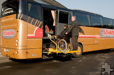 """Sogar zwei """"Rollibusse"""" mit spezieller Ausstattung für Menschen mit Gehbehinderung gehören zum Fuhrpark des Familienunternehmens. Archivfoto: Ralf Hürten/pp/Agentur ProfiPress"""
