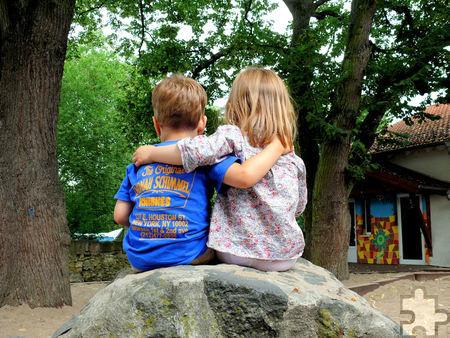 Eltern wissen oft nicht, wie sie reagieren sollen, wenn Kinder das andere Geschlecht entdecken. Foto: S.v.Gehren/pixelio.de