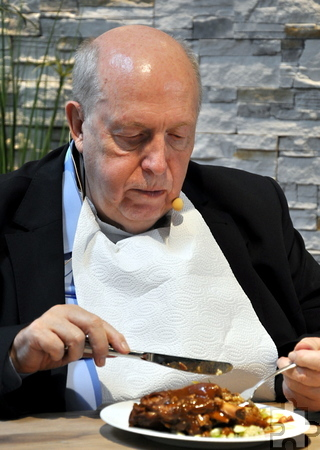 Reiner Calmund zeigte sich in Kall als fachkundiger und kritischer Gourmet. Er war voll des Lobes über die Finalisten. Foto: Reiner Züll/pp/Agentur ProfiPress