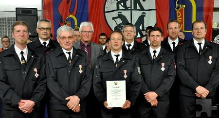 In der Löschgruppe Sistig wurden gleich sechs Feuerwehrmänner mit Feuerwehrehrenzeichen des Landes NRW ausgezeichnet. Foto: Reiner Züll/pp/Agentur ProfiPress
