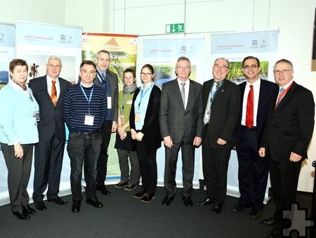 Die Akteure der ITB-Pressekonferenz, darunter auch Vertreter aller sechs deutschen UNESCO- Geoparks. Foto: Helmut Gassen/pp/Agentur ProfiPress