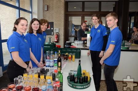 Die Mechernicher Weltjugendtagsgruppe versorgte die Gäste des Jahresempfangs mit kühlen Getränken. Foto: Manfred Lang/pp/Agentur ProfiPress