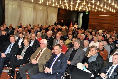 """Rund 150 Gäste haben sich im Kreishaus in Euskirchen bei der Auftaktveranstaltung über die """"Wanderwelt der Zukunft"""" informiert. Foto: Renate Hotse/pp/Agentur ProfiPress"""