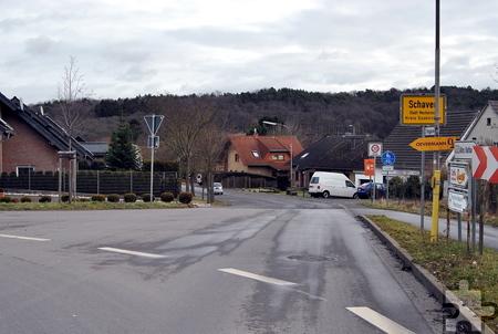Hier ist für die Dauer von zehn Tagen kein Rein- und Rauskommen möglich: Am Ortseingang von Schaven wird die Kölner Straße wegen Deckensanierung gesperrt. Foto: Renate Hotse/pp/Agentur ProfiPress