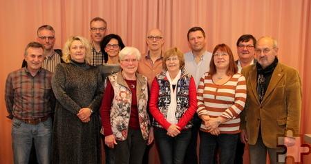 Wilfried Hamacher (7.v.l.) wurde als Vorsitzender des Freundeskreises Mechernich-Nyons im Amt bestätigt. Foto: Thomas Schmitz/pp/Agentur ProfiPress