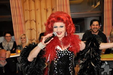"""Noch frecher, noch frivoler"""" lautet das Motto beim Auftritt von Regina Red am 8. April im Saal Gier in Kall. Foto: Reiner Züll/pp/Agentur ProfiPress"""