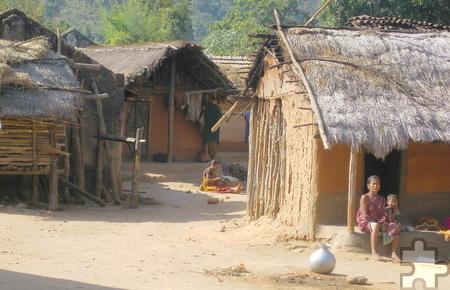 Eines von elf abgelegenen Adivasi-Dörfern im Südosten des indischen Bundesstaates Jharkand, wo die Eifeler Brunnenhilfe Hilfe zur Selbsthilfe leistet. Foto: Franz Richter/pp/Agentur ProfiPress