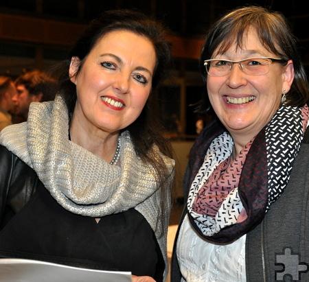 Nationalpark-Fachgebietsleiterin Dr. Kerstin Oerter (rechts) in Berlin mit Diplom Ingenieurin Ute Frauenkron, der Projektleiterin des Forums Nationalpark-Zentrum Vogelsang. Foto: Reiner Züll/pp/Agentur ProfiPress