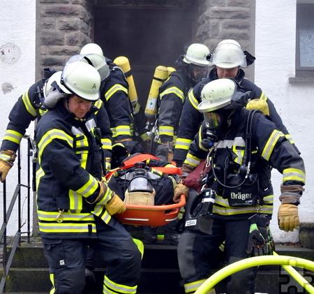 Das Retten eines verletzten Kameraden wurde mehrfach geübt. Foto: Reiner Züll/pp/Agentur ProfiPress