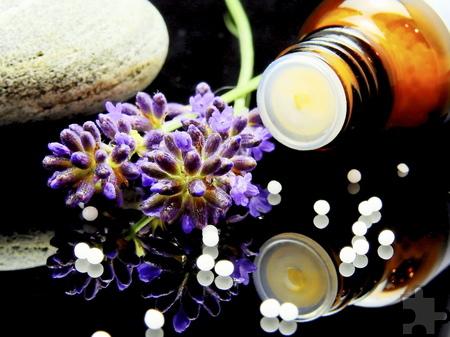Viele Menschen wünschen sich sanfte Therapien. In der Homöopathie gibt eine Vielzahl an Globuli, deren Wirkstoffe tierischen, pflanzlichen oder mineralischen Ursprunges sind. Foto: DRK/pp/Agentur ProfiPress