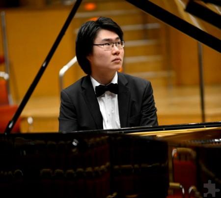 """Judith Stapfs Mitstreiter beim """"Frühlingserwachen"""" ist der Pianist Yuhao Guo. Die beiden Musiker kennen sich seit gemeinsamen Zeiten am Pre-College Cologne. Foto: Hyou Vielz/pp/Agentur ProfiPress"""