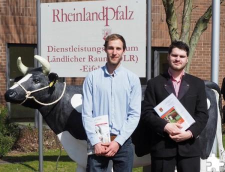 Eric Scheuer aus Saarburg und Ralf Zelder aus Plein wurden als Klassenbeste ausgezeichnet. Foto: DLR Eifel/pp/Agentur ProfiPress